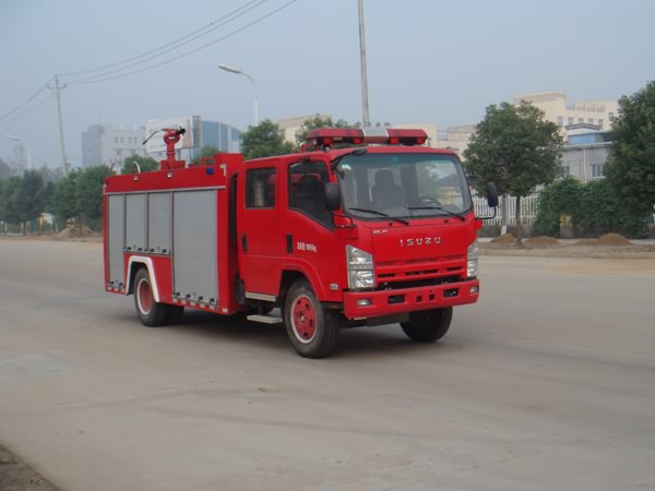 CB10/30 Fire pump Isuzu ELF water foam fire truck